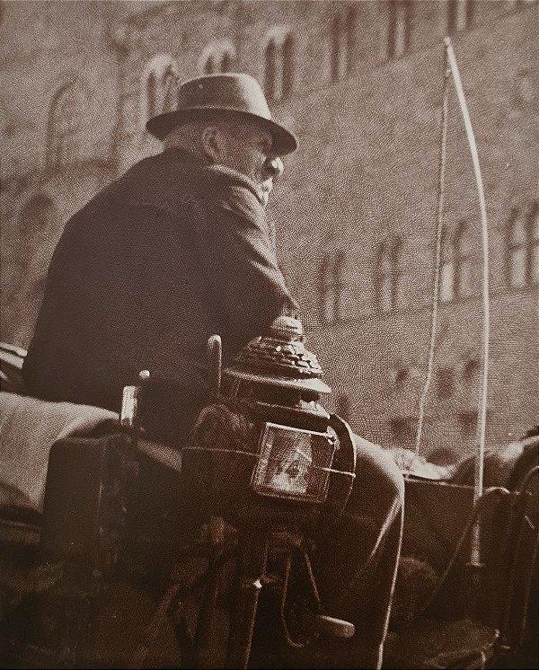 JEAN LECOCQ - Fotógrafo Premiado - Fotografia Original Sem Título, Condutor de Charrete - 35x28cm