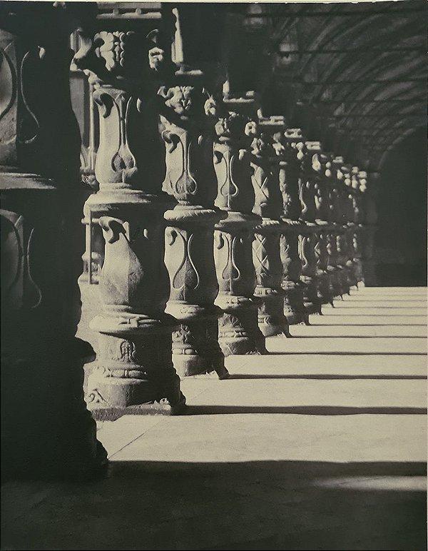 JEAN LECOCQ - Fotógrafo Premiado - Fotografia Original, Colunas Gregas em Mosteiro, Pilar e Capitel Coríntia  - 32x25cm
