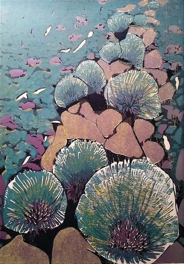 Hannah Brandt - Xilogravura P.E. Flores Azuis, Assinada e Datada 1972
