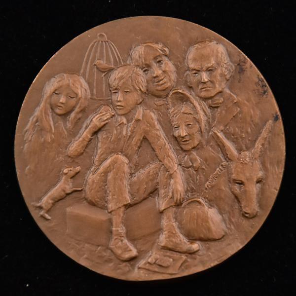 Medalha de Bronze Assinada por R. Vauller - Homenagem A Charles Dickens