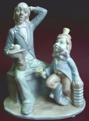 Conjunto Escultórico em Porcelana Figuras de Palhaços de Circo