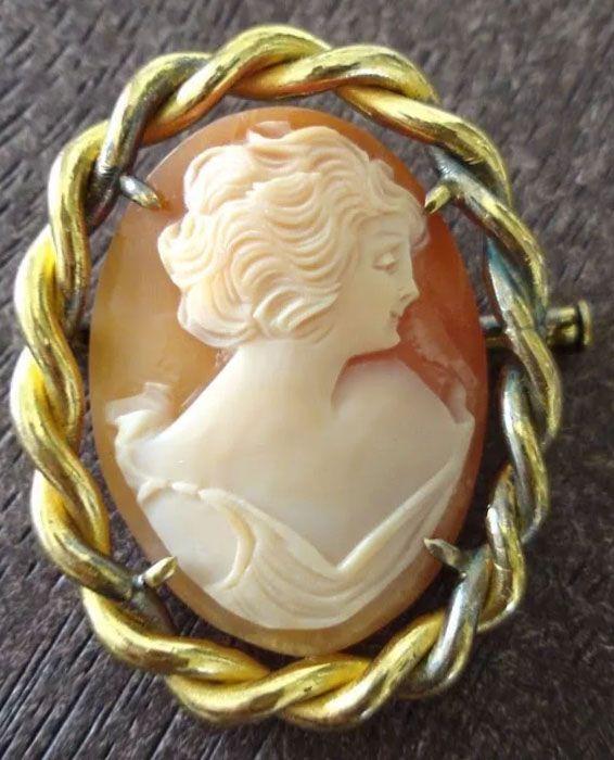 Broche Antigo, Camafeu Francês, Esculpido em Concha, Metal Banhado Ouro,