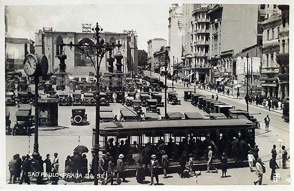 São Paulo - Postal Antigo da Praça da Sé, Bonde, Catedral em Construção e Carros