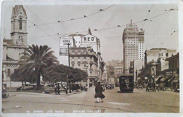 São Paulo, Cartão Postal Antigo da Av. São João com Movimento de Bondes e Carros