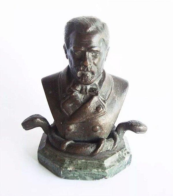 Escultura em Bronze sobre Base de Mármore - Figura de Louis Pasteur