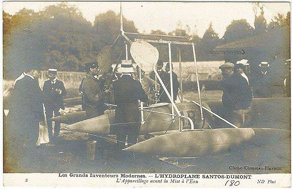 Santos Dumont (de costas) - Apresentação em Exposição do Hydroplano Antes do Lançamento à Água