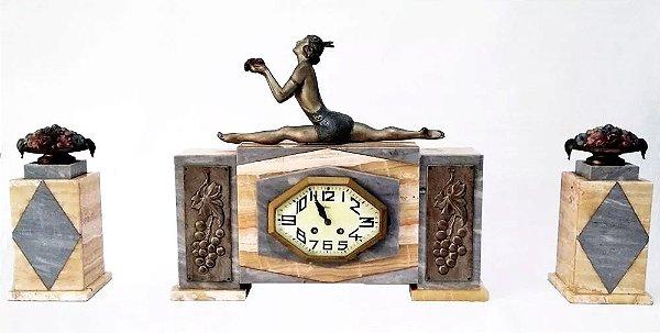 Antigo Garniture com Relógio Marca Nehu, Art Déco, Detalhes em Bronze e Montagem em Mármores Italianos