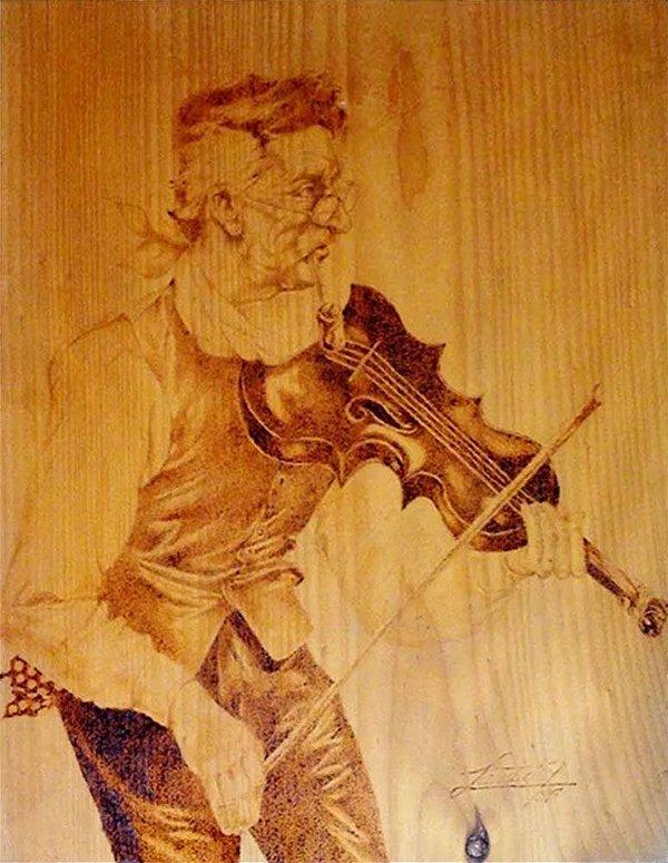 Quadro de Violinista Luthier, Arte em Pirogravura, de 1986, Assinado