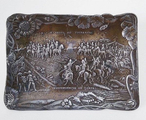 Antiga e Rara Placa Colecionável com Imagem do Grito do Ipiranga, Motivos Florais Art Nouveau