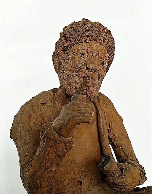 Zé do Carmo - Escultura de Barro Preto Velho com Cachimbo