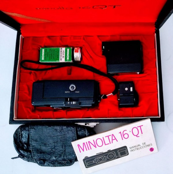 Estojo Completo com Câmera Minolta 16QT, com Manual