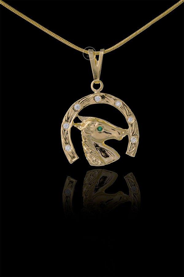 Pingente Ferradura Cravejado Grande 8 Pedras - 2,3 X 2,5cm - Banhado a ouro 18k