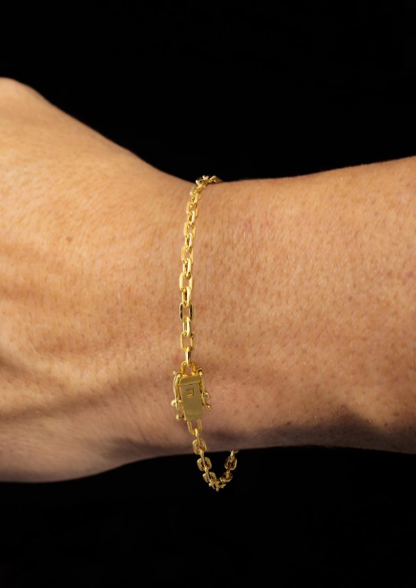 Pulseira Cadeado Cartie Elo Curto - Fecho gaveta com trava dupla  (3 MM ) 21cm - 3,85g - Banhado a ouro 18k