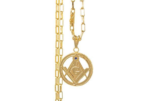 Kit com Corrente e Pingente cravejado com pedra de Zircônia - Corrente Cartie Elo Fecho Canhão (3MM) -70cm - 12,13g + Pingente Maçonaria - Banhado a ouro 18k