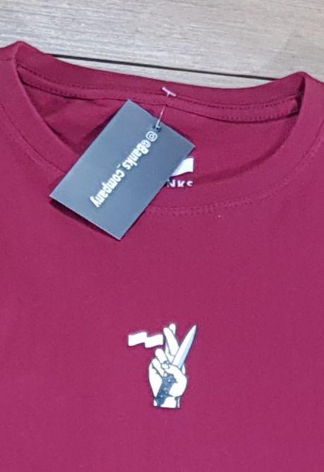 Camiseta Banks Vinho Faca na Mão