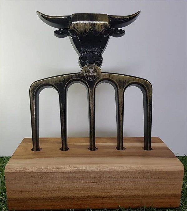 Garfo para churrasco touro dourado personalizável com 5 dentes e base de madeira