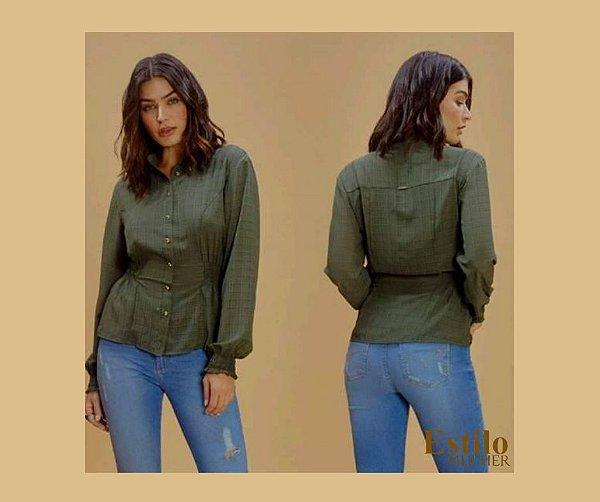 Camisa Verde com Lastex no Punho e na Cintura