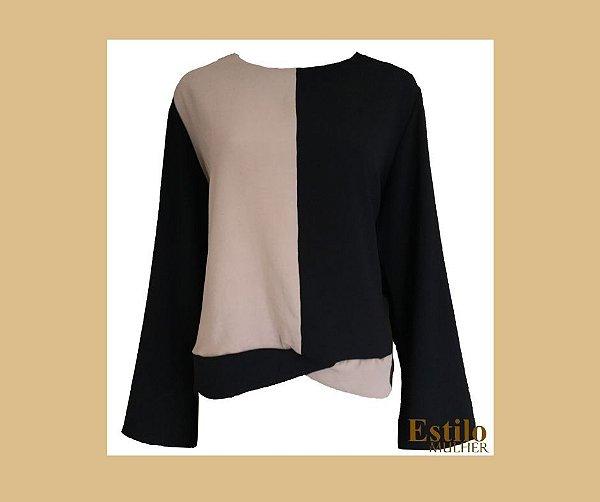 Blusa preta com bege manga flare