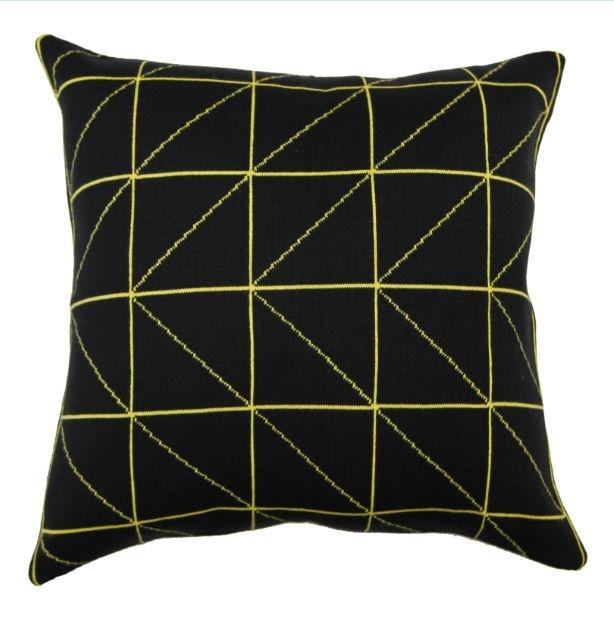 Almofada Linhas Preto e Amarelo