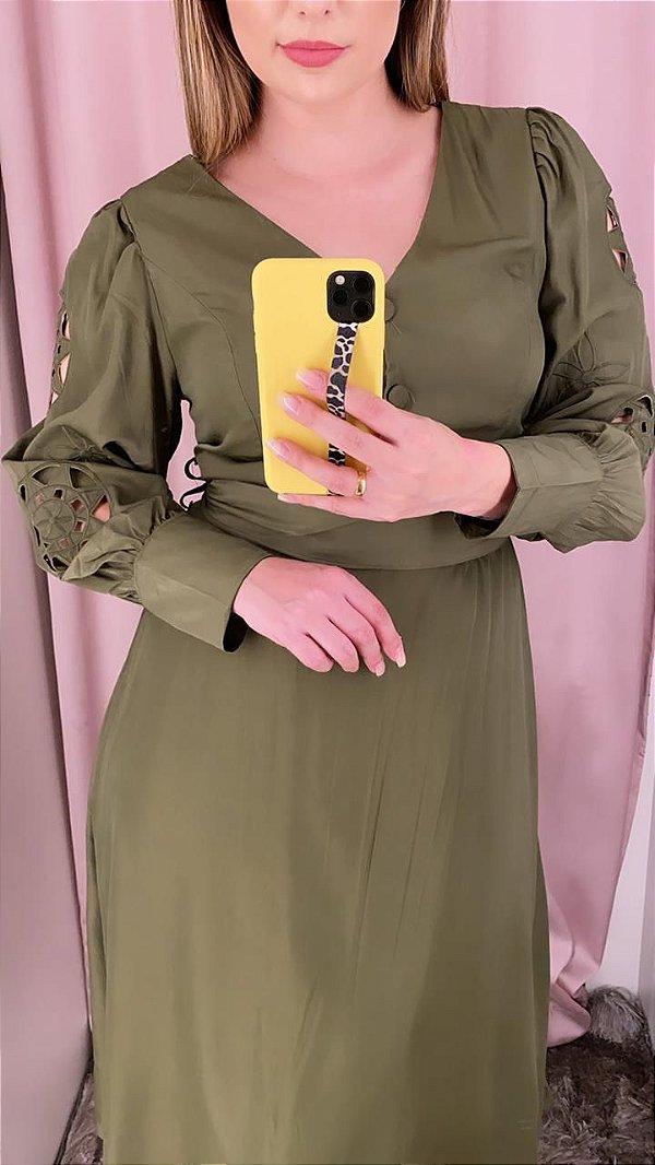 Vestido midi verde oliva detalhes na manga