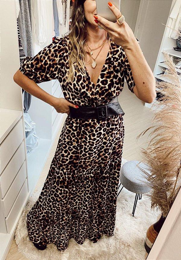 Vestido longo animal print com botão fake na frente