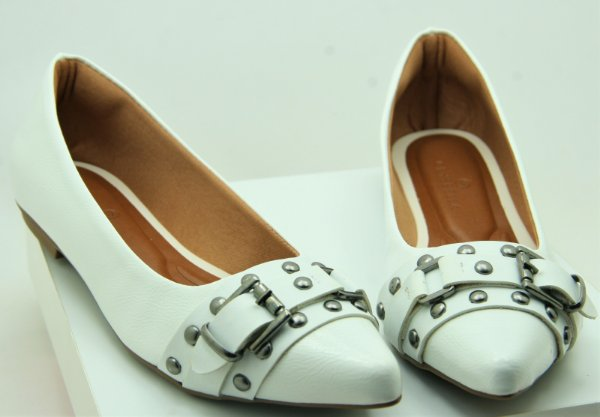 POINTED BUCKLE -  WHITE