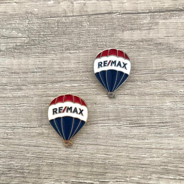 Pin em metal com relevo balão RE/MAX