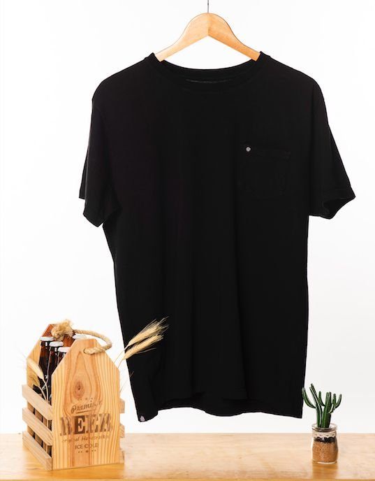 Camiseta Preta com bolso