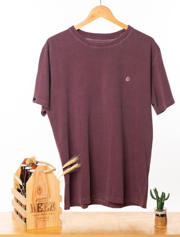 Camiseta Bordada Roxa