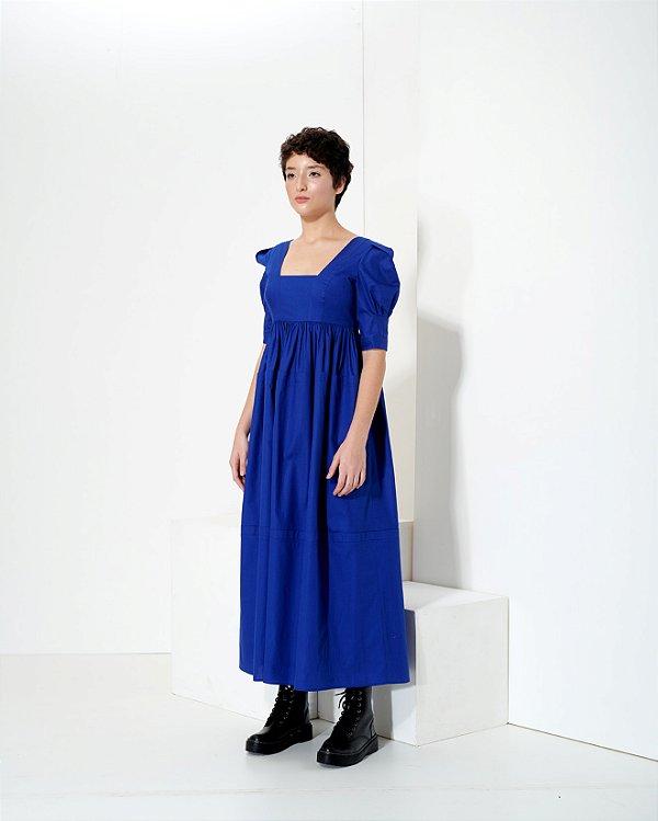 Vestido com Decote Arquitetônico em Tricoline