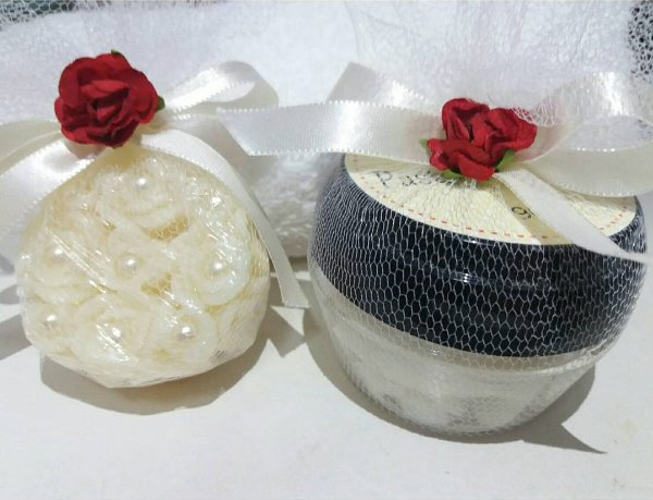 kit Sabonete Perfumado e Pasta Esfoliante.