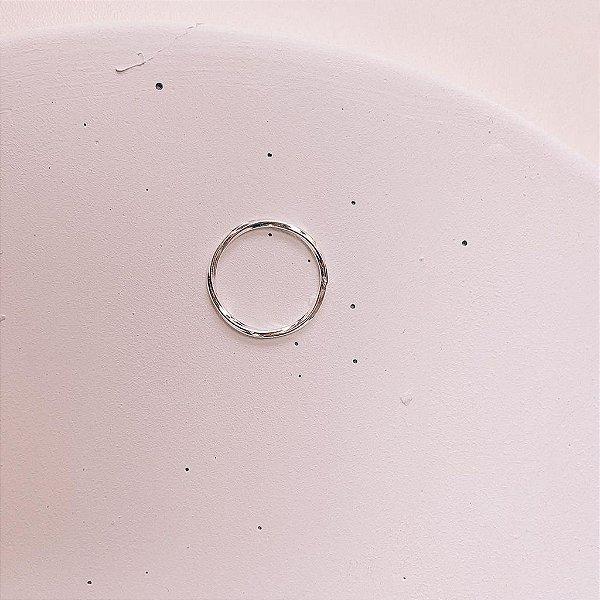 Anel Liso de Prata com Efeito Retorcido