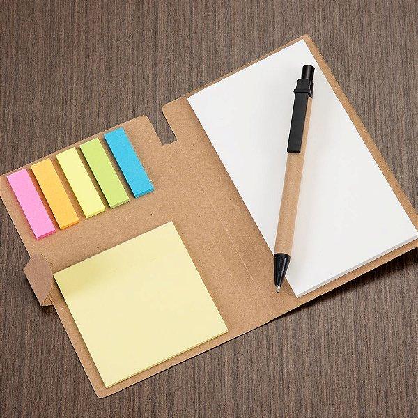 Bloco de anotações ecológico, material em kraft. Possui uma trava na própria capa, cinco blocos autoadesivos