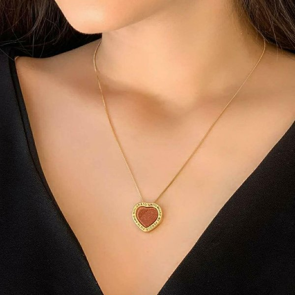 Colar HO´OPONOPONO  folheado a ouro com pingente em chapa com formato de coração 12x13mm