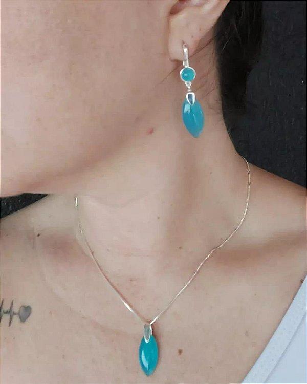 Conjunto de  brincos e colar ,folheados a prata com pedra Ágata Azul. Colar 43 cm, com 7 cm de extensor.