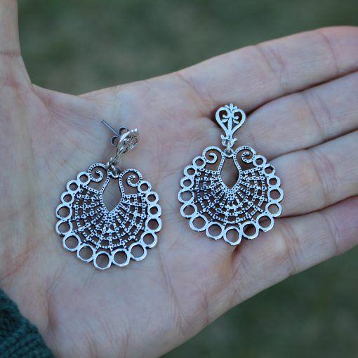 Brinco Mandala Média banhado a prata com pino em aço antialérgico