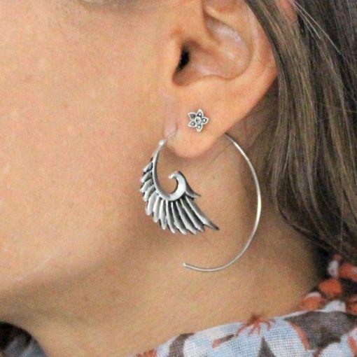 Brinco Indiano espiral Asa banhado a prata em aço inox antialérgico Bali.