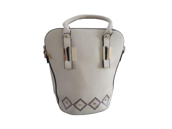 Bolsa off-white com detalhes marrom e preto, metais ouro