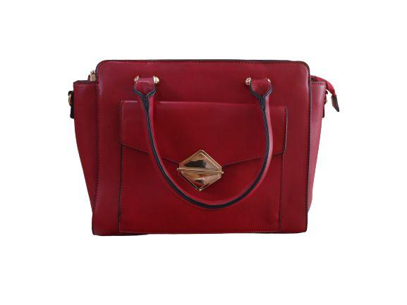 Bolsa vermelha com detalhe aba externa botão ouro