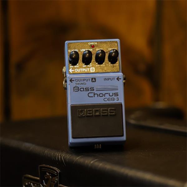 Pedal Boss Bass Chorus CEB-3 (Usado)