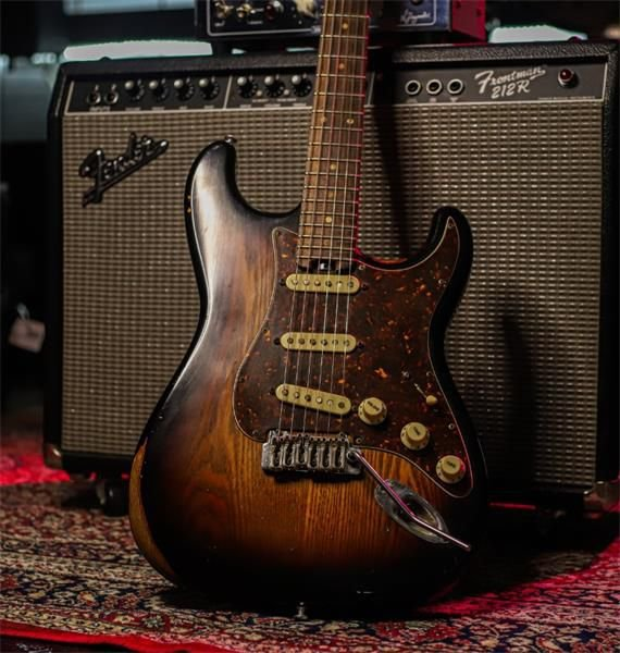 Guitarra Stratocaster N.Zaganin 2006 Relic Caps Dimarzio Vintage 54 (Consig.)