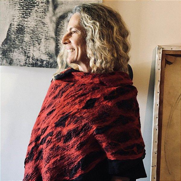 LUCIA HIGUCHI XALE SEDA E LÃ FELTRADA VERMELHO E PRETO
