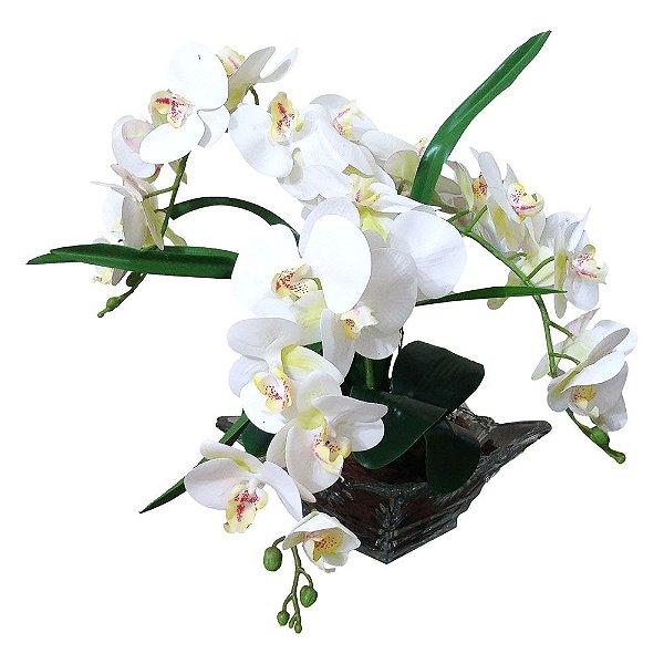 Arranjo orquídeas brancas, vaso incolor trabalhado 50x25