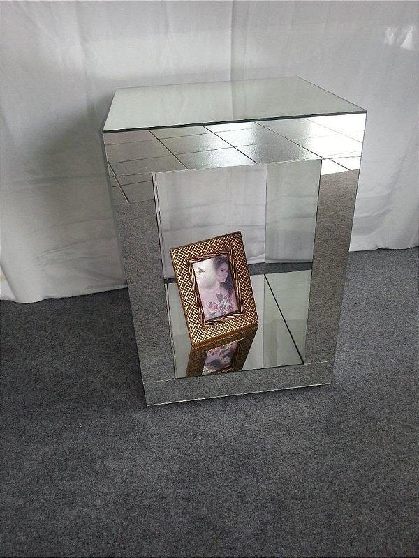 Mesa De Canto Vazada Espelhada 40 Comp. X 40 Larg. X 60 Alt.