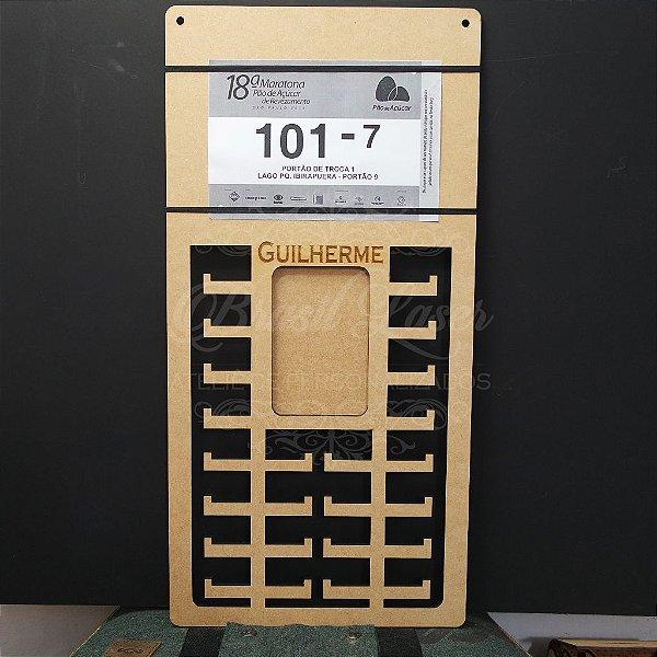Porta Medalhas com nome Personalizado com espaço para Foto e Número de Peito - Tamanho 29cmx60cm Aprox. 80 Medalhas