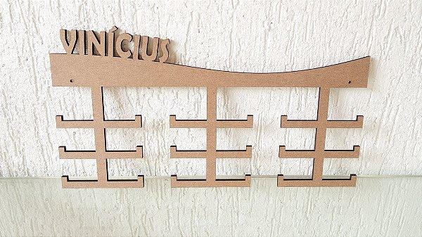 Porta Medalhas Personalizado Tamanho 45cmx23,7cm Aprox. 36 Medalhas