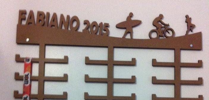 Porta Medalhas Surf + Ciclismo + Corrida Personalizado Tamanho 45cmx23,7cm Aprox. 36 Medalhas