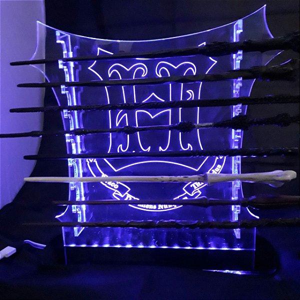 Expositor para 8 varinhas tema Hogwarts (LED que muda de cor e controle remoto)