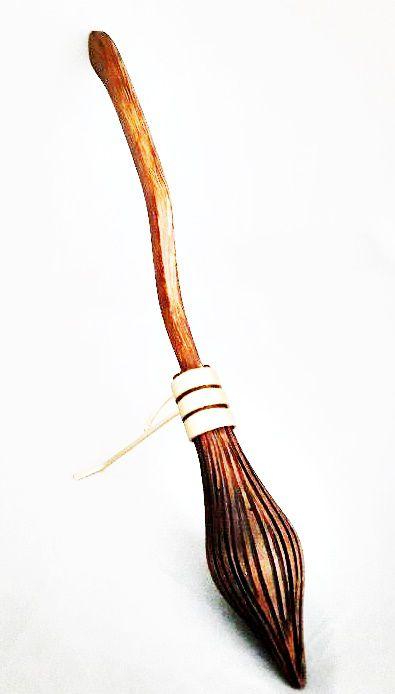 Miniatura de Vassoura de Bruxo - 32cm