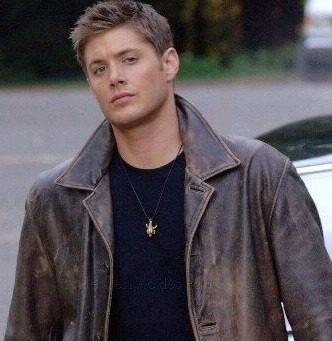 Pingente Amuleto Dean Winchester Supernatural (Acompanha cordão em Silicone)